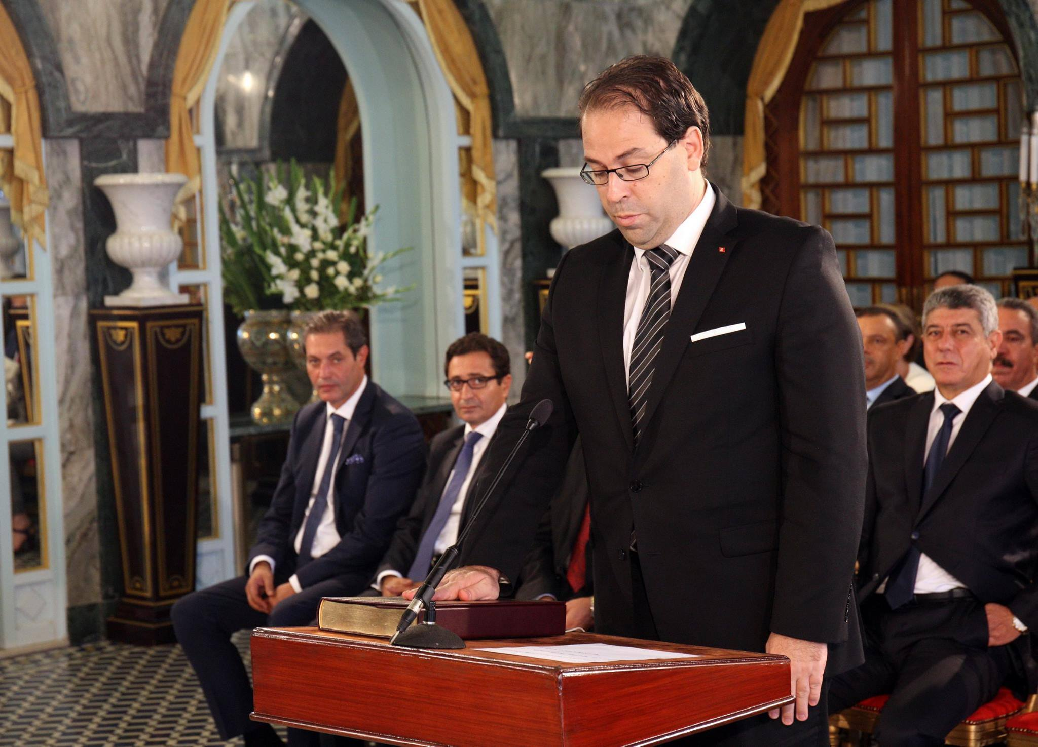 Youssef chahed tient son quipe minist rielle for Meuble youssef seddik sfax