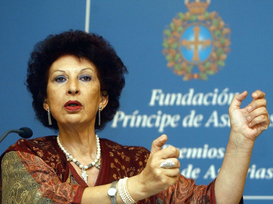 Moroccan writer Fatima Mernissi gestures during a press conference in Oviedo, northern Spain, Tuesday Oct. 21, 2003, where she is to receive the Prince of Asturias Award for Letters that she is sharing with Susan Sontag Friday Oct. 24. (AP Photo/EFE, /SIP